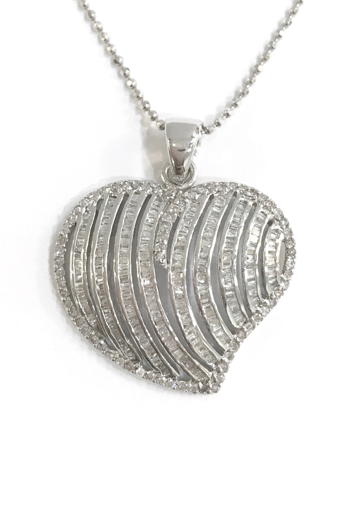 14k white gold necklace with pendant