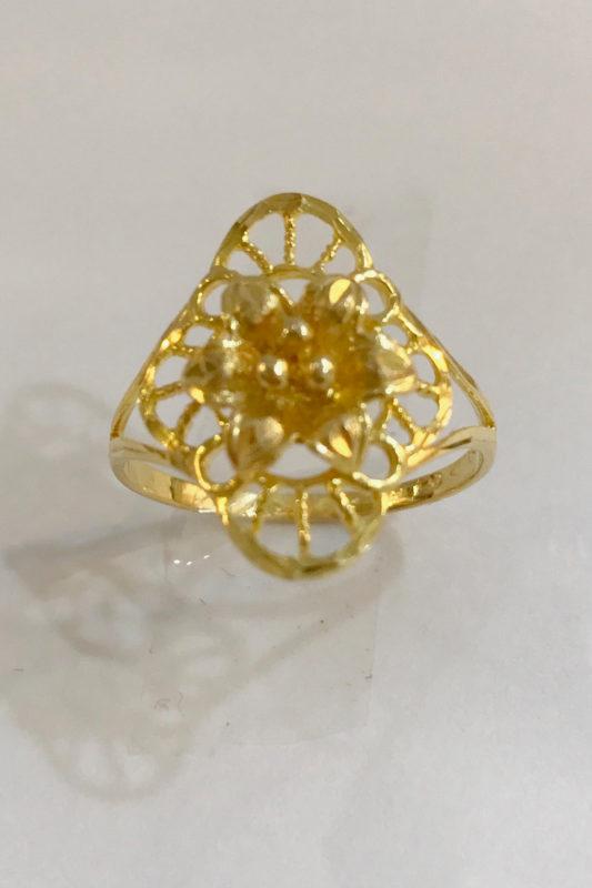 women gold ring - flower